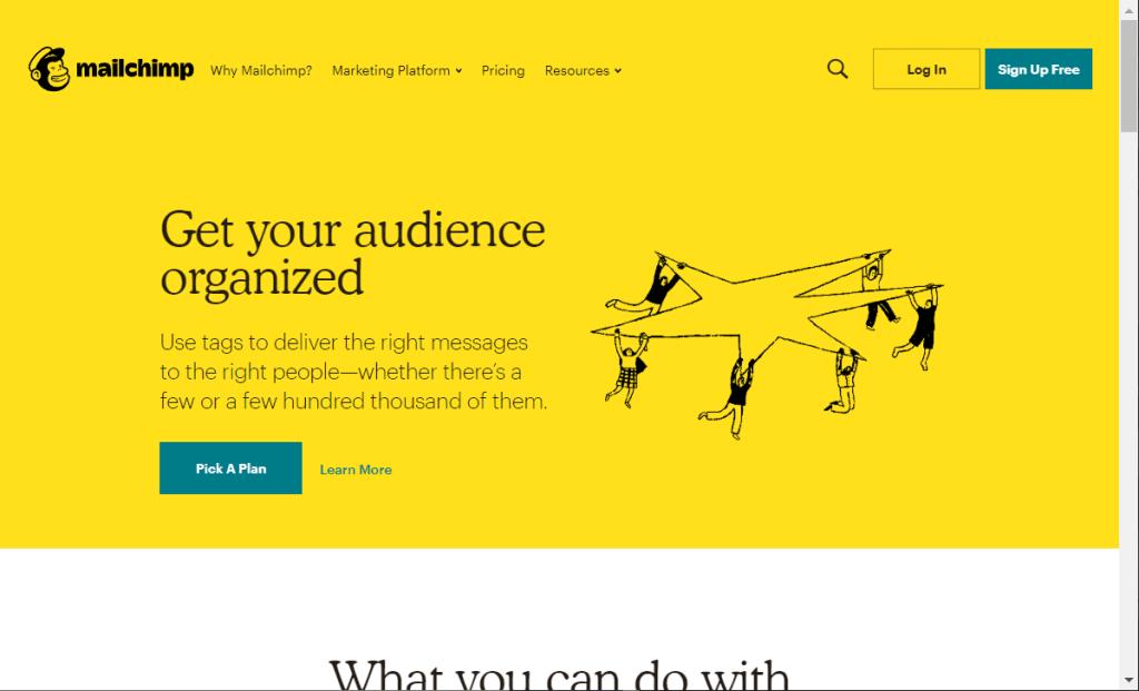 layout do site mailchimp, fundo amarelo, bons espacamentos, botoes com acoes bem claras